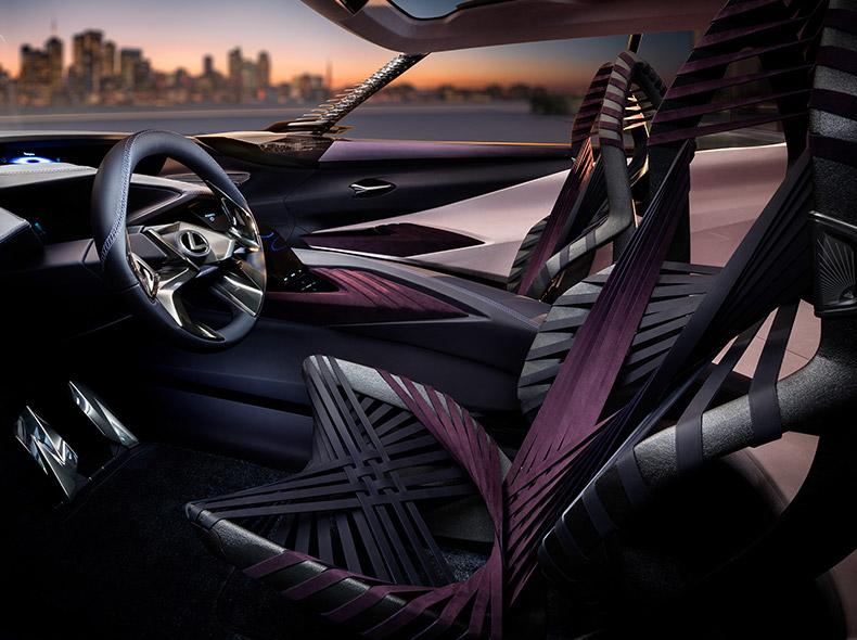 Zijaanzicht van het interieur van een Lexus UX Concept