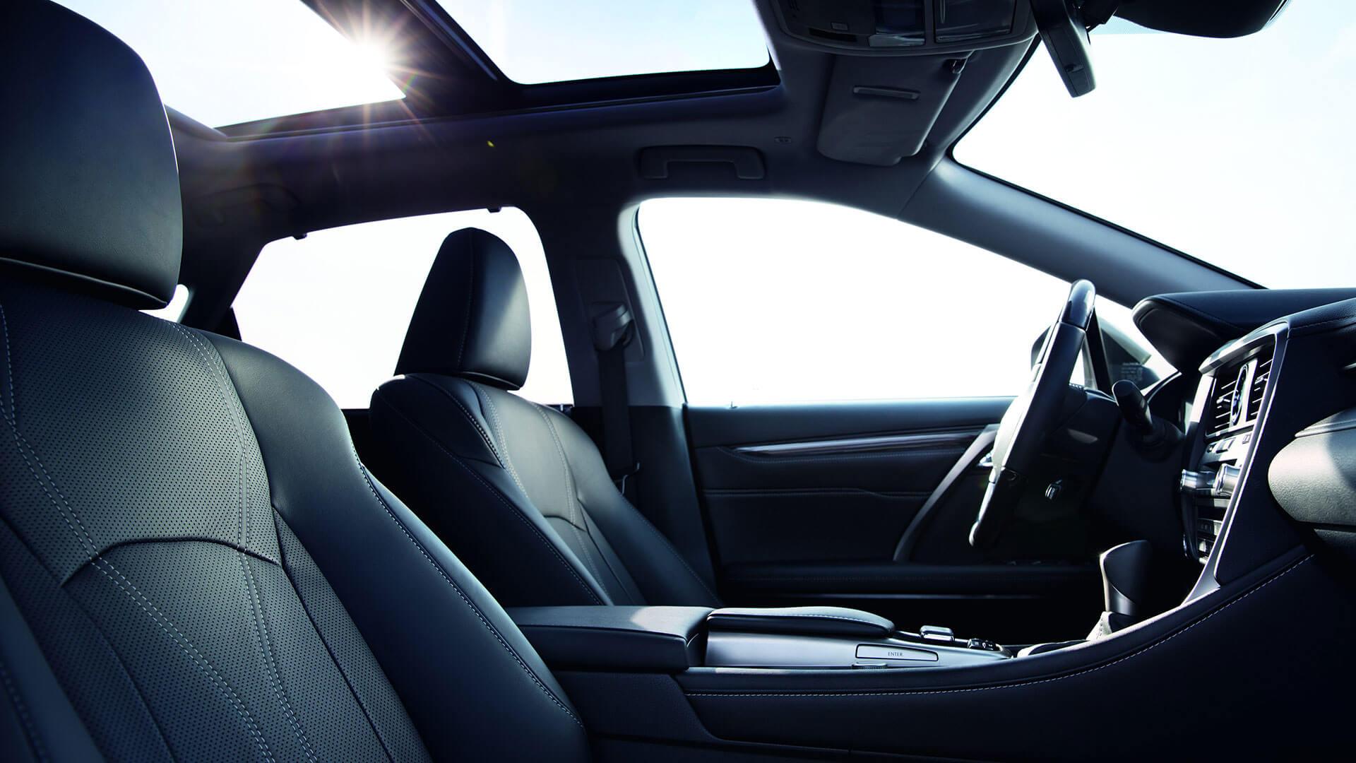Zijkant van een blauwe Lexus CT 200h