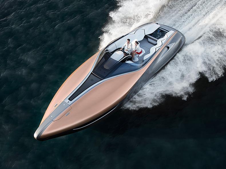 Fartbild Lexus Sport Yacht snett ovanifrån
