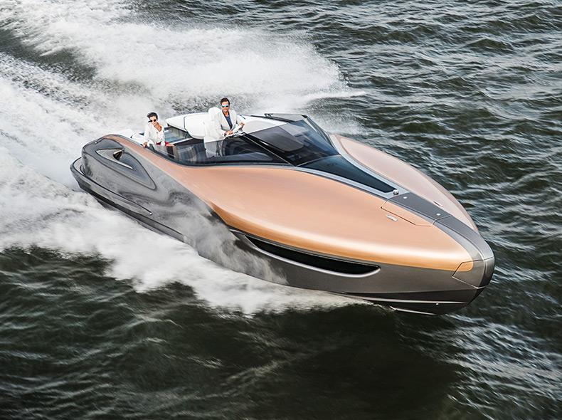 Fartbild Lexus Sport Yacht snett framifrån
