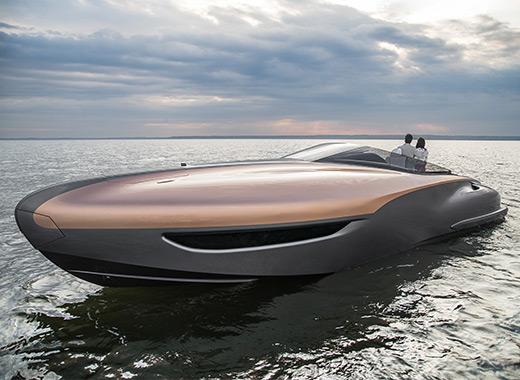 Lexus Sport Yacht snett framifrån