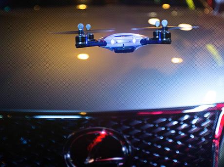 Lexus Swarm En svärm av små drönare med fyra propellrar
