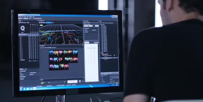 Videobild Lexus Swarm programmeringen av drönarnas formationsflygning och beteende