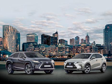 Lexus hybrider NX och RX i stadsmiljö