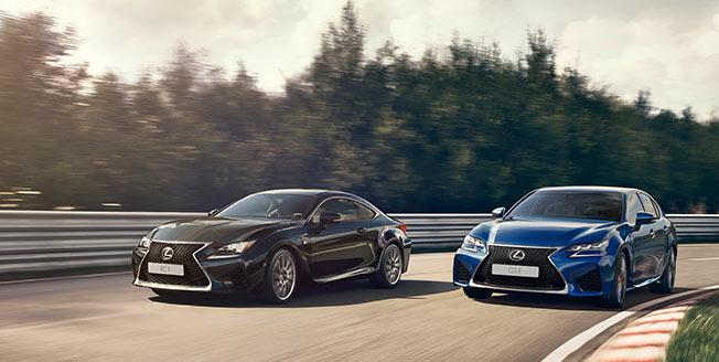 Lexus GS F och RC F på bana