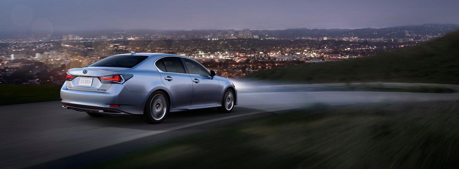 Kvällskörning med Lexus GS 300h på landsväg