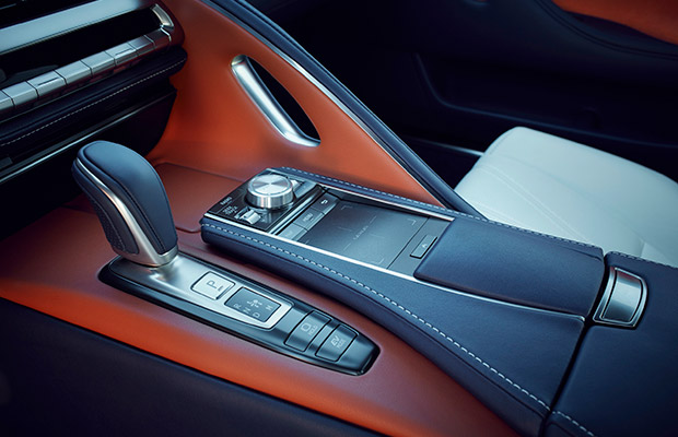 lexusun super coupesi lc 500 takumi isciligi ile farkini ortaya koyuyor 4