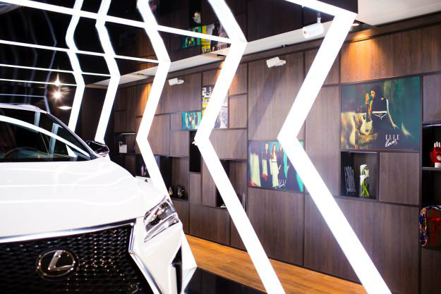 Lexus RX FASHION POST ЦУМ Фото 2