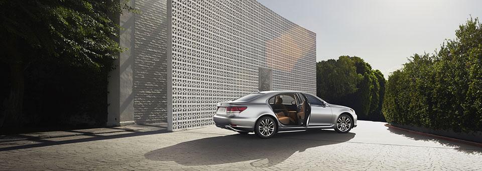 Переваги офіційного Lexus
