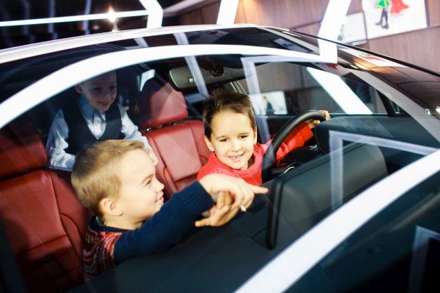 Хлопці за кермом Lexus RX 200t