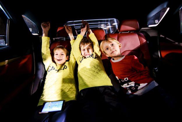 Діти в салоні Lexus RX200t