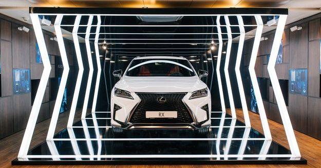 Вражаючий кросовер Lexus RX